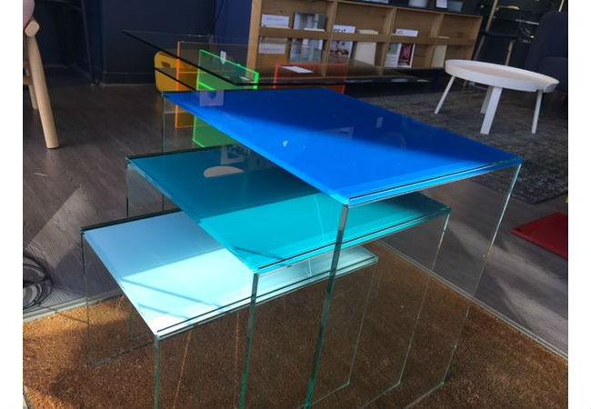 Jeu de 3 tables gigognes en verre de Marais International