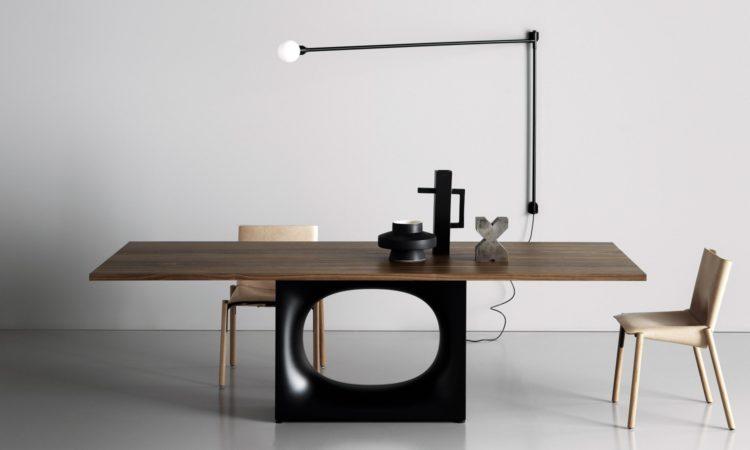 Table unique en bois